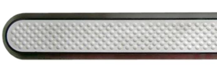 Linien aus Edelstahl mit Kunststofffüllung und Noppen